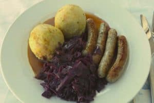 red cabbage with nurenberger