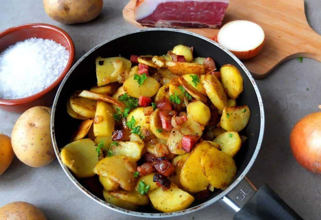 Bratkartoffeln in a Pan